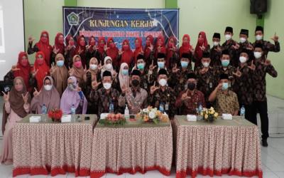 Kunjungan Kerja MIN 2 Surabaya ke MIN 2 Kediri